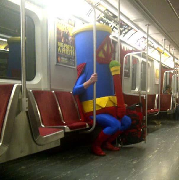 Παράξενες και κωμικοτραγικές φωτογραφίες στα μέσα μεταφοράς (8)