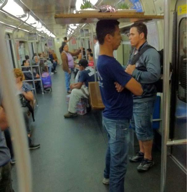 Παράξενες και κωμικοτραγικές φωτογραφίες στα μέσα μεταφοράς (11)