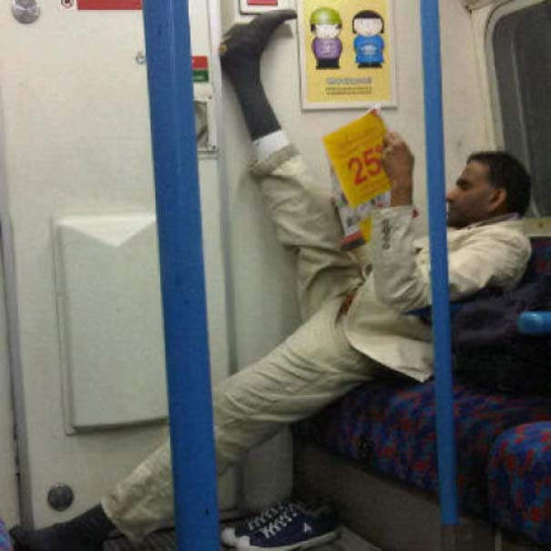 Παράξενες και κωμικοτραγικές φωτογραφίες στα μέσα μεταφοράς (19)