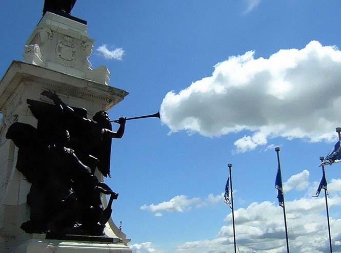 Παίζοντας με τα σύννεφα και την οπτική γωνία (11)