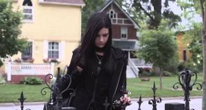 Πατέρας κάνει την Goth κόρη του να νιώσει σαν στο σπίτι της… (Video)