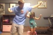 Πατέρας και κόρη σε απίθανο χορευτικό