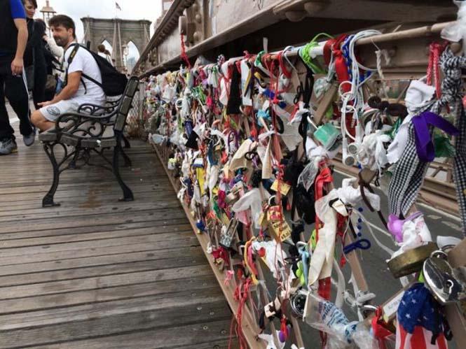 Τα περίεργα αντικείμενα που αφήνουν οι άνθρωποι στην Γέφυρα του Μπρούκλιν (1)
