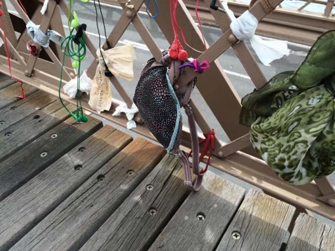 Τα περίεργα αντικείμενα που αφήνουν οι άνθρωποι στην Γέφυρα του Μπρούκλιν (4)