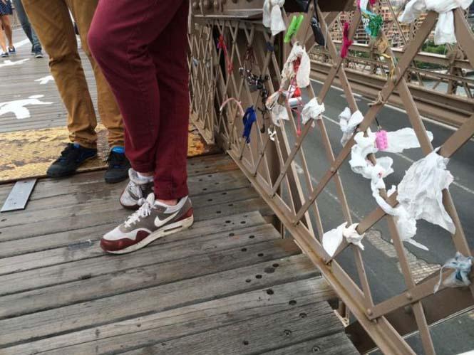 Τα περίεργα αντικείμενα που αφήνουν οι άνθρωποι στην Γέφυρα του Μπρούκλιν (6)
