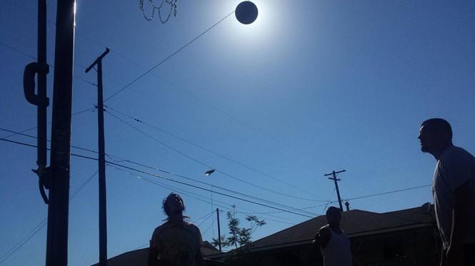 Μπασκετική... έκλειψη Ηλίου | Φωτογραφία της ημέρας