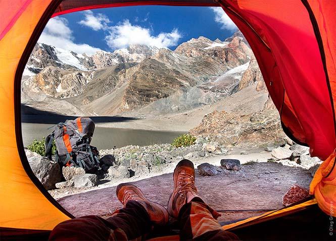 Η πρωινή θέα από τις σκηνές ενός ταξιδιωτικού φωτογράφου (1)
