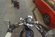 Η Ρωσίδα τιμωρός των οδηγών που πετούν σκουπίδια στον δρόμο
