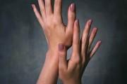 Τα συμπτώματα στα νύχια που δεν πρέπει να αγνοούμε