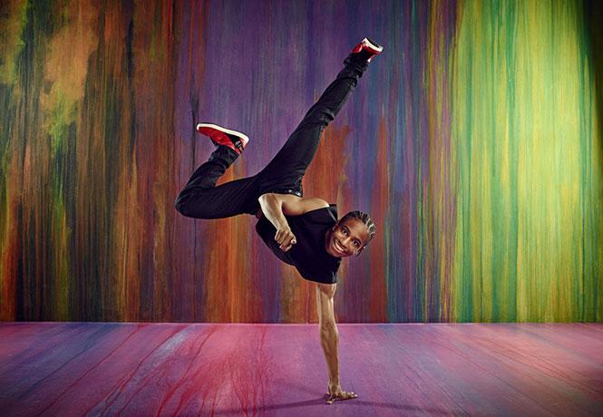 Χορευτής συγχρονίζεται απόλυτα με την μουσική