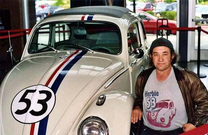 Αυτός ο άνδρας αγαπάει τα αυτοκίνητα λίγο παραπάνω απ' όσο πρέπει (10)