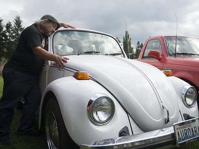 Αυτός ο άνδρας αγαπάει τα αυτοκίνητα λίγο παραπάνω απ' όσο πρέπει (15)