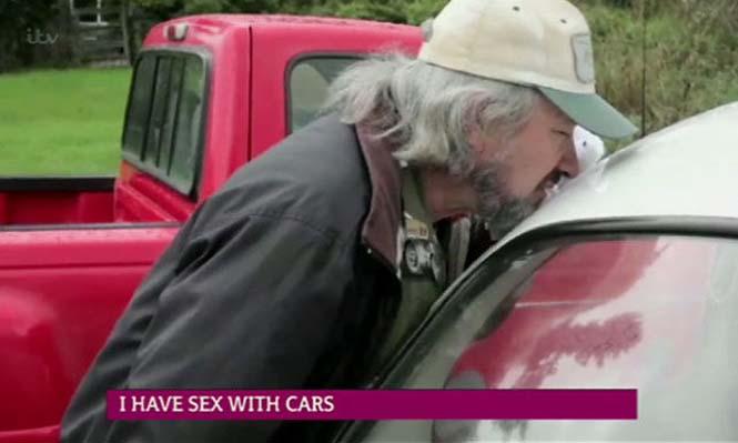 Αυτός ο άνδρας αγαπάει τα αυτοκίνητα λίγο παραπάνω απ' όσο πρέπει (23)