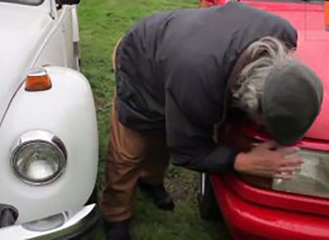 Αυτός ο άνδρας αγαπάει τα αυτοκίνητα λίγο παραπάνω απ' όσο πρέπει (24)