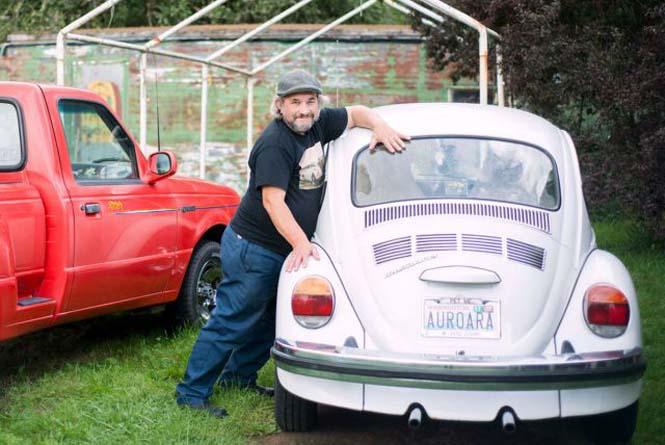 Αυτός ο άνδρας αγαπάει τα αυτοκίνητα λίγο παραπάνω απ' όσο πρέπει (20)