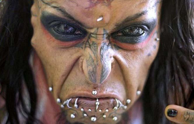 Ο άνδρας με το πρόσωπο του Διαβόλου (12)