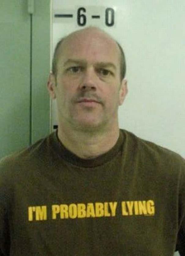 Άνθρωποι που συνελήφθησαν με την κατάλληλη μπλούζα για την περίσταση (14)
