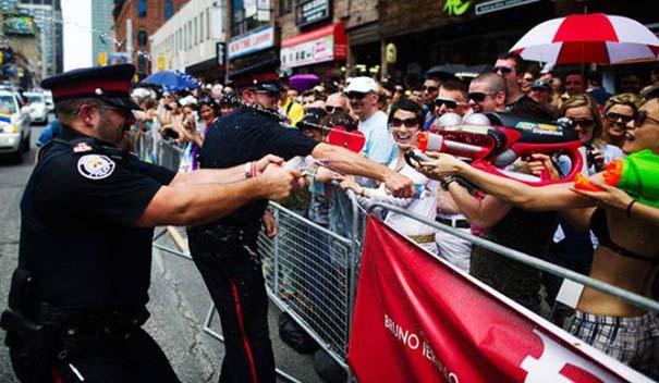 Αστυνομικοί που δίνουν το καλό παράδειγμα (2)