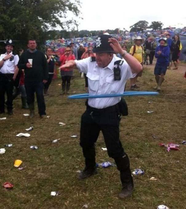 Αστυνομικοί που δίνουν το καλό παράδειγμα (11)