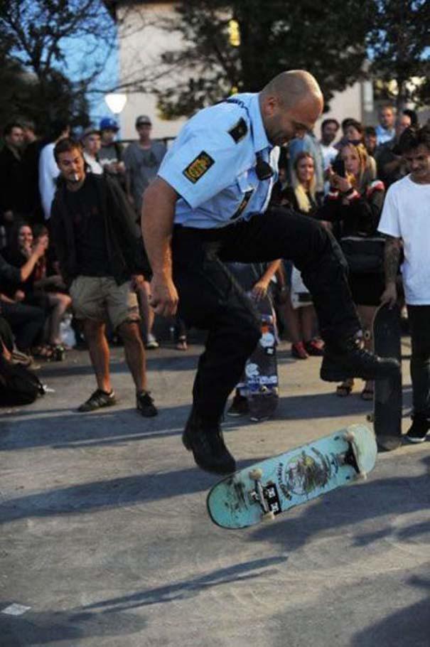 Αστυνομικοί που δίνουν το καλό παράδειγμα (15)