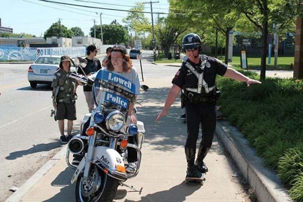 Αστυνομικοί που δίνουν το καλό παράδειγμα (16)