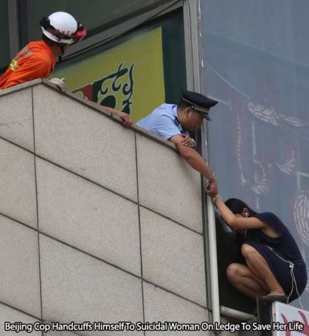 Αστυνομικοί που δίνουν το καλό παράδειγμα (19)