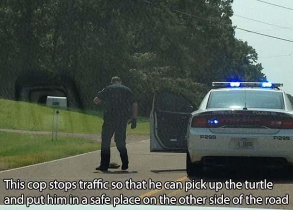 Αστυνομικοί που δίνουν το καλό παράδειγμα (23)
