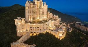 Το ξενοδοχείο-κάστρο που μοιάζει βγαλμένο από ακριβό παραμύθι