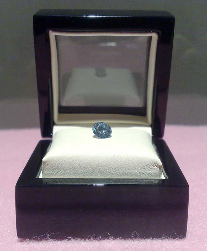 Ελβετική εταιρεία μετατρέπει αποτεφρωμένα λείψανα σε διαμάντι (6)