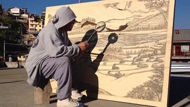 Καλλιτέχνης δημιουργεί απίστευτα έργα τέχνης με το φως του ήλιου και έναν μεγεθυντικό φακό (1)