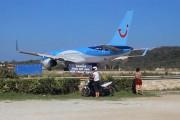 Αυτό που συνέβη στη Σκιάθο δείχνει γιατί δεν πρέπει να παρκάρεις πίσω από ένα αεροπλάνο