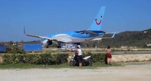 Αυτό που συνέβη στη Σκιάθο δείχνει γιατί δεν πρέπει να παρκάρεις πίσω από ένα αεροπλάνο (Video)