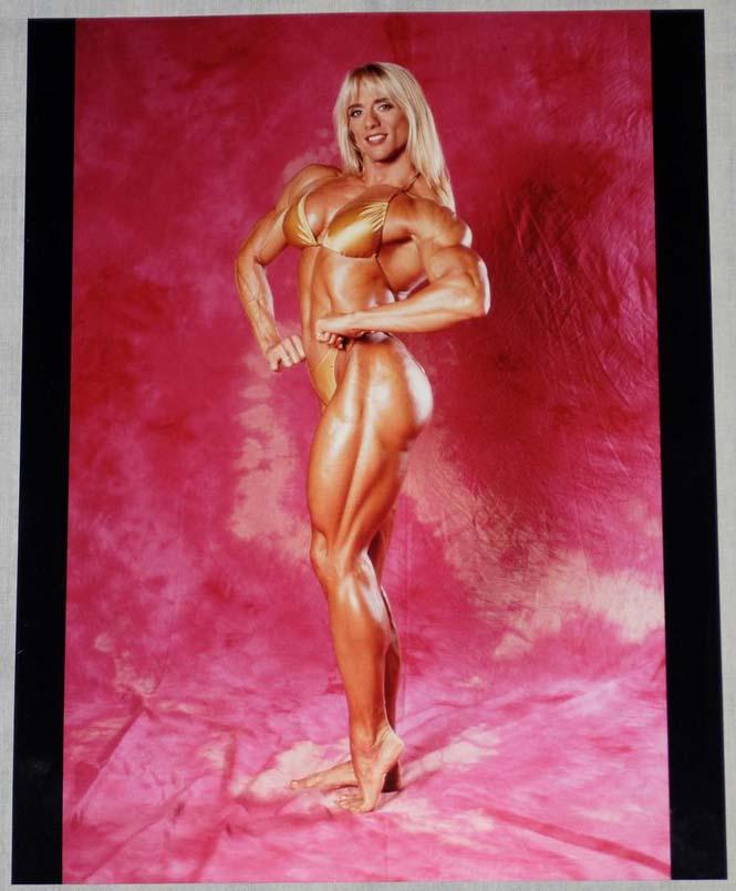 Δείτε πως έγινε μια γυναίκα μετά από 20 χρόνια χρήσης στεροειδών (3)