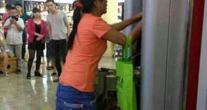 Μια γυναίκα πήρε την κατάσταση στα χέρια της όταν το ATM κράτησε την κάρτα της…
