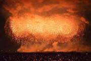Το μεγαλύτερο πυροτέχνημα στον κόσμο που έκανε τη νύχτα μέρα