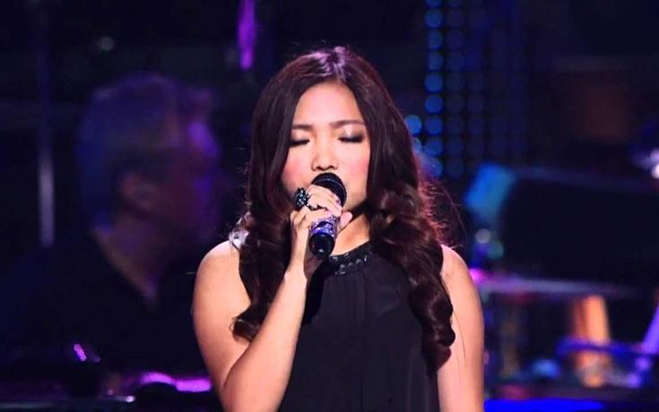 Νεαρή τραγουδίστρια άφησε ακόμη και τον διάσημο πιανίστα της με το στόμα ανοιχτό