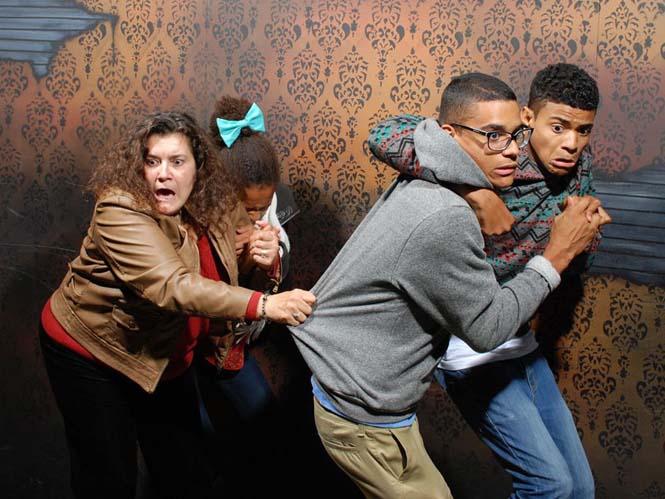 Άνθρωποι στο τρομακτικό «Nightmares Fear Factory» (11)