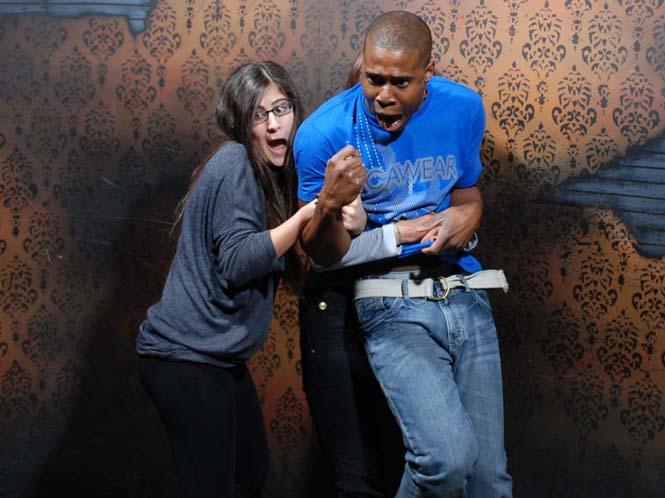 Άνθρωποι στο τρομακτικό «Nightmares Fear Factory» (12)