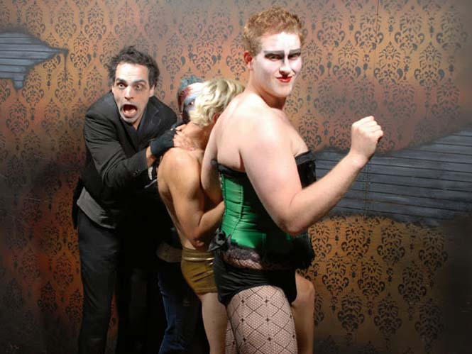 Άνθρωποι στο τρομακτικό «Nightmares Fear Factory» (13)