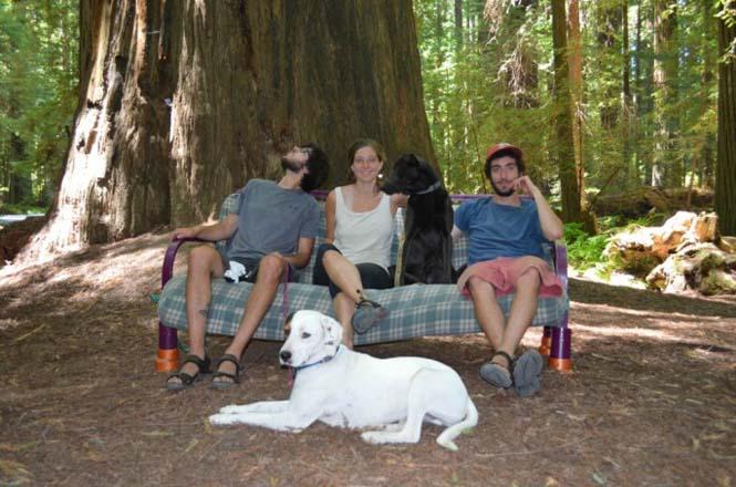 Παρέα βρήκε έναν απίστευτο τρόπο να περάσει το καλοκαίρι στον καναπέ (2)