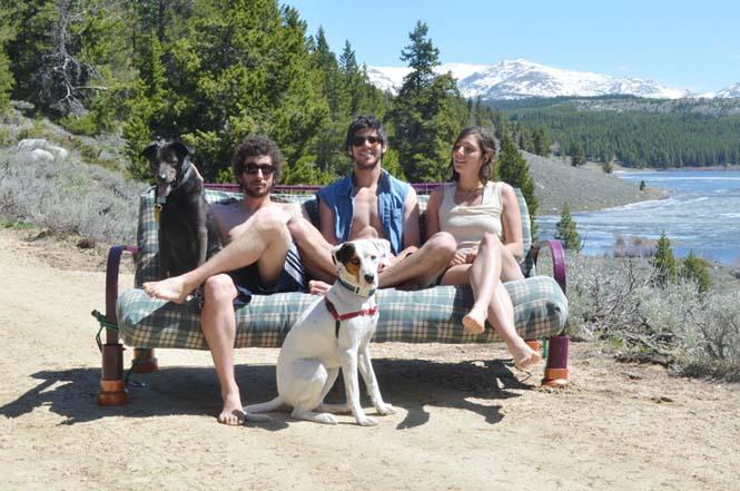 Παρέα βρήκε έναν απίστευτο τρόπο να περάσει το καλοκαίρι στον καναπέ (15)