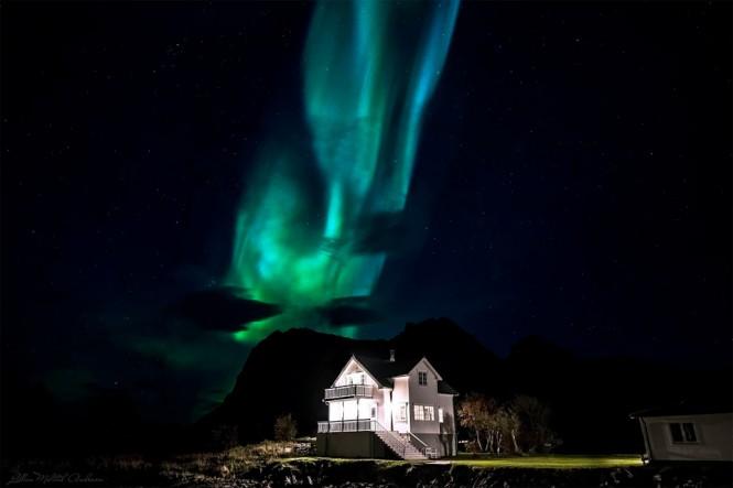 Το Βόρειο Σέλας πάνω από ένα σπίτι στη Νορβηγία | Φωτογραφία της ημέρας