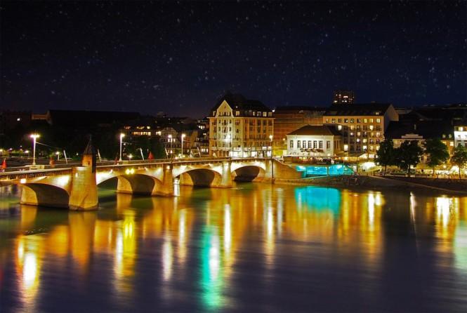 Η νυχτερινή Βασιλεία στην Ελβετία | Φωτογραφία της ημέρας