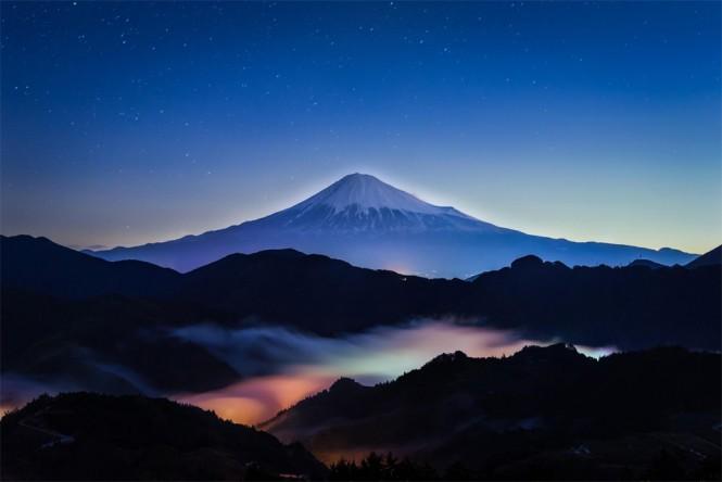 Το επιβλητικό όρος Fuji ανάμεσα στα σύννεφα   Φωτογραφία της ημέρας