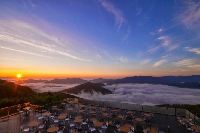 Εστιατόριο πάνω από τα σύννεφα στην Ιαπωνία | Φωτογραφία της ημέρας