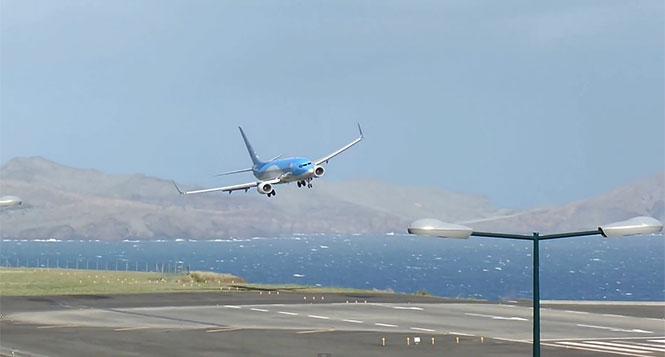 Πιλότος σώζει αεροπλάνο που κάνει βουτιά κατά τη διάρκεια της προσγείωσης