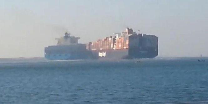 Σύγκρουση δύο γιγάντιων πλοίων στη διώρυγα του Σουέζ