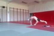 Τα πιο τρελά push ups που έχετε δει