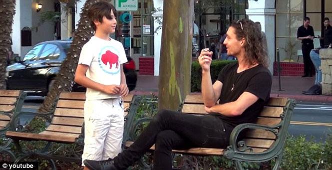 Θα ανάβατε το τσιγάρο σε έναν 9χρονο;