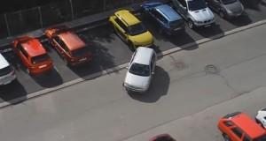 Το μαεστρικό παρκάρισμα μιας ξανθιάς Τσέχας (Video)